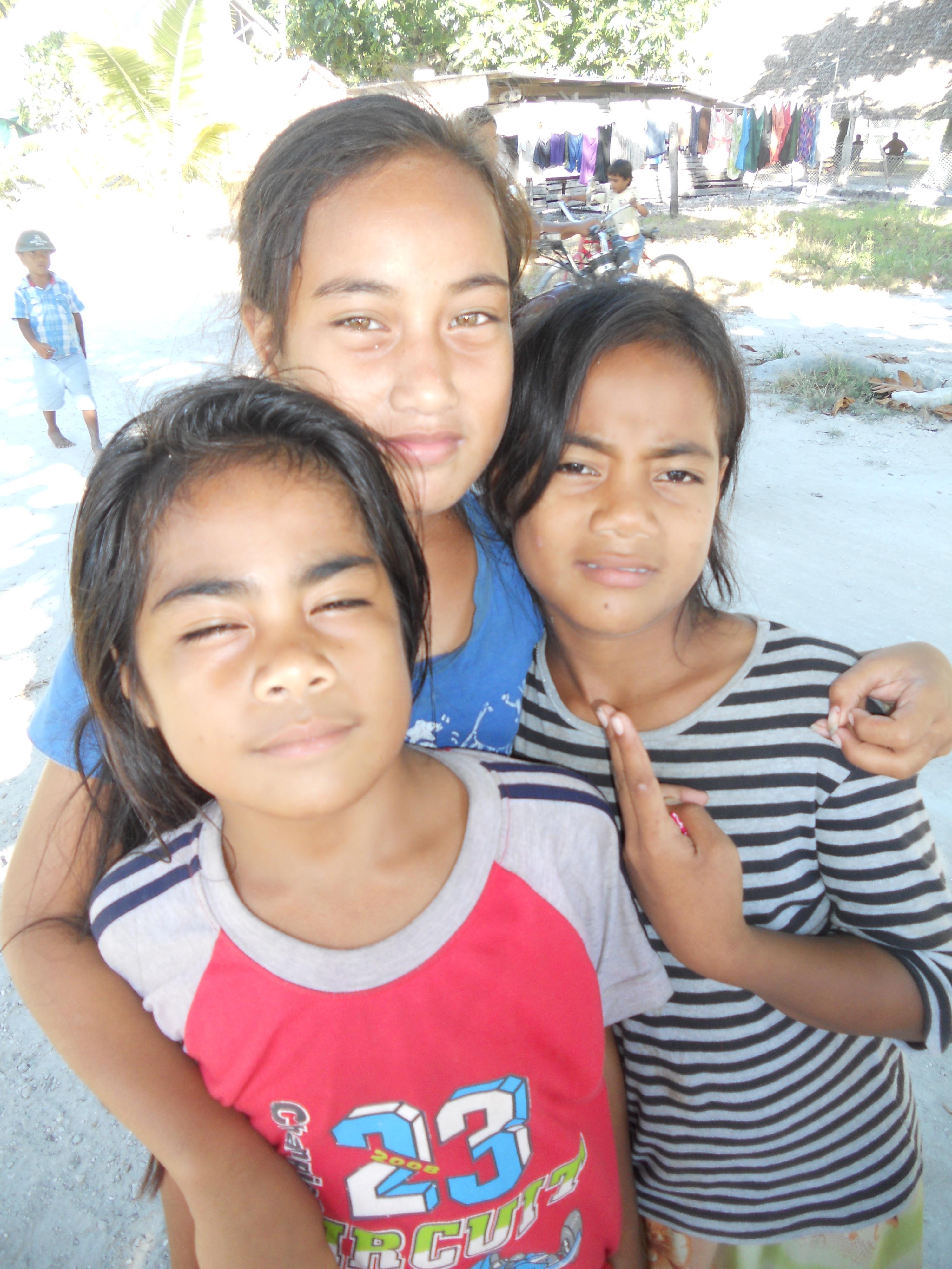 Kiribati girls
