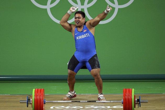 David Katoatau (KIR) of Kiribati celebrates a successful lift. REUTERS/Stoyan Nenov